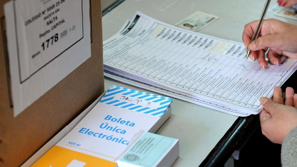 Los salteños eligen diputados y senadores provinciales