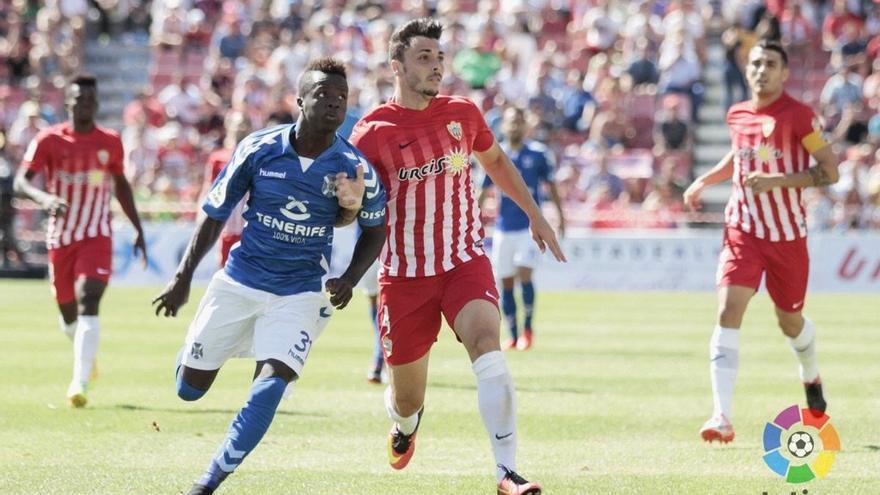 El Tenerife gana al Almería (LaLiga)