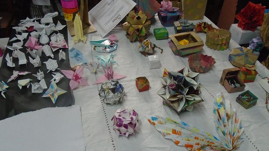 Detalle de varias creaciones de origami. (Fernando del Rosal).