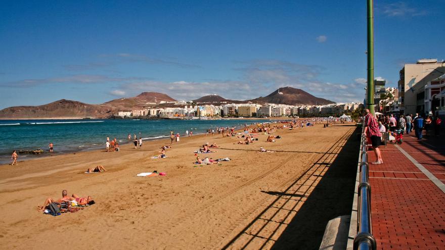 La Isleta desde el Paseo de Las Canteras, pulmón de Las Palmas de Gran Canaria. VA