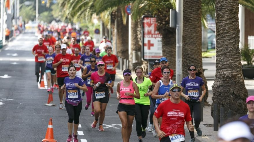 Corredores en un maratón de la capital tinerfeña