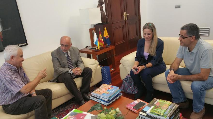 Antonio Morales y Carmelo Ramírez se reúnen con la directora del Comité Español de la Agencia de la ONU para los Refugiados de  Palestina, Raquel Martí
