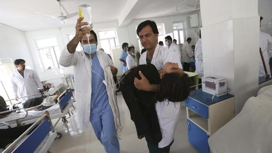 Al menos 220 niñas son envenenadas con gas en un colegio de Afganistán