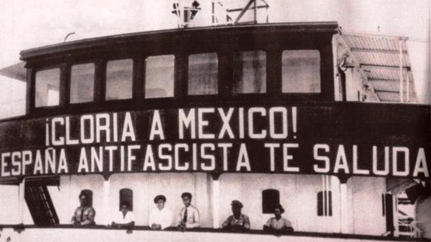 Barco con exiliados republicanos españoles llegando a México