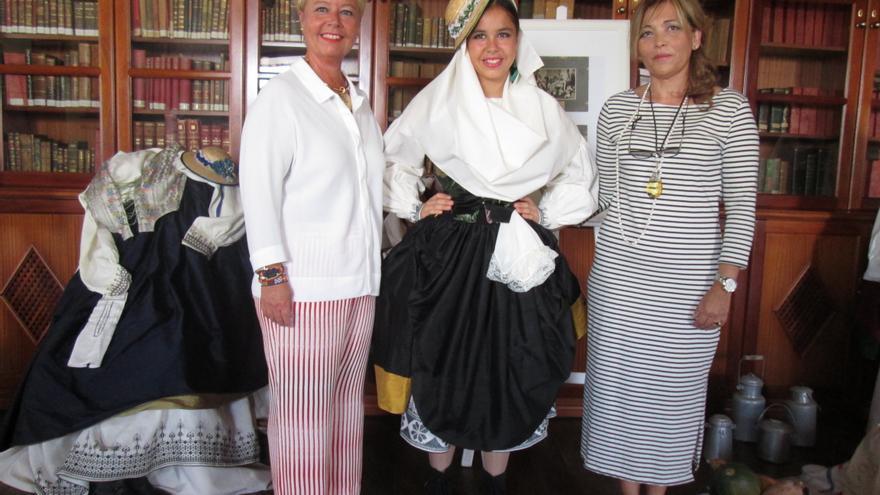 Rosa Aguado, Carmen Hernández y Sol Brito, este viernes. Foto: LUZ RODRÍGUEZ.
