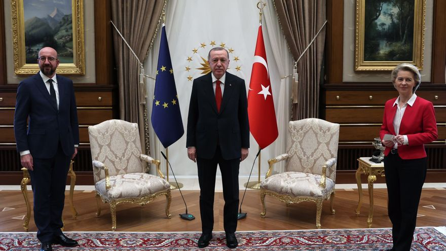 """Michel lamenta """"profundamente"""" el trato dado a Von der Leyen en Ankara"""