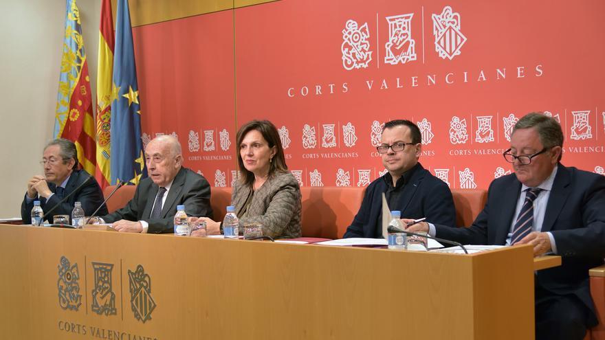 El síndic de Greuges, José Cholbi, y el adjunto Ángel Luna junto a la vicepresidenta de las Corts, Carmen Martínez