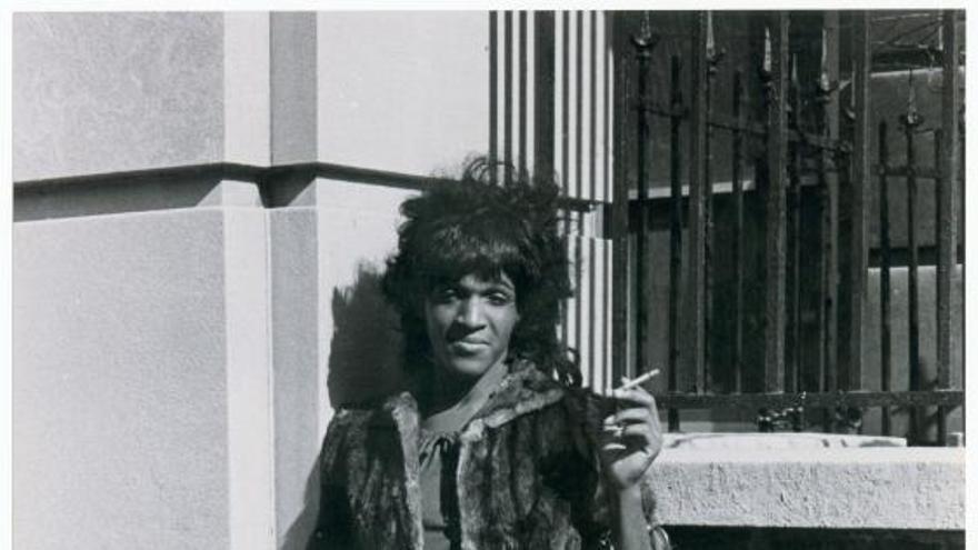 Marsha P. Johnson protesta por el trato sanitario a homosexuales y personas sin hogar / Colección digital de la Biblioteca Pública de Nueva York
