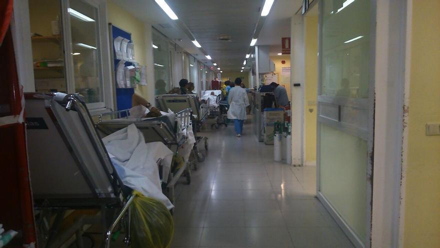 Foto 1, pasillo oculto del hospital 'Virgen de la Salud' de Toledo, hacinamiento