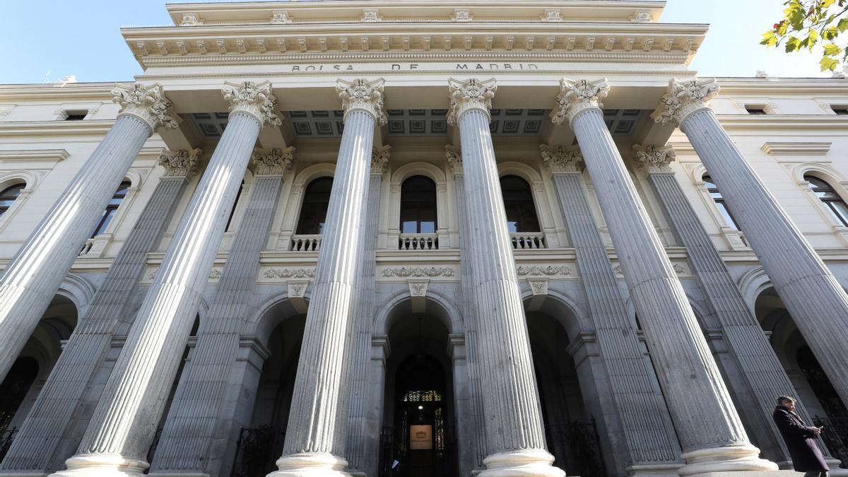 Fachada del edificio de la Bolsa de Madrid. EFE/Ángel Díaz/Archivo