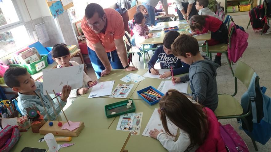 Fomentar la creatividad de los pequeños les ayudará en el trabajo futuro.