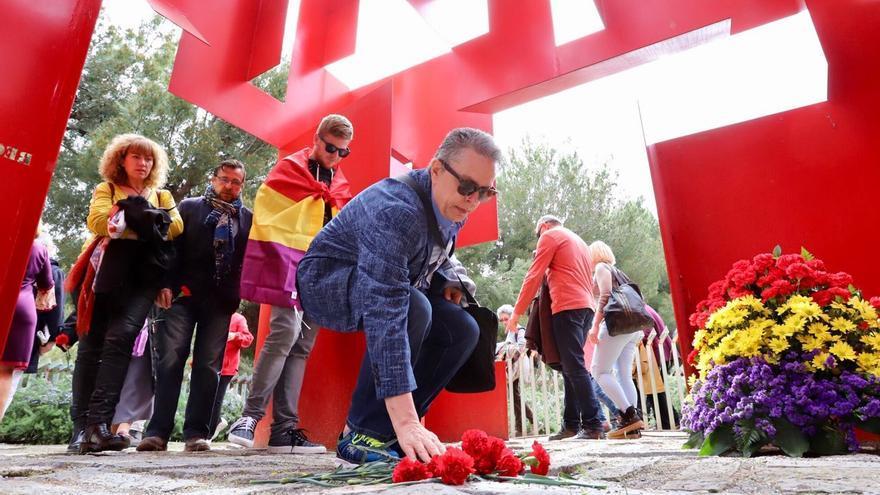 Homenaje a las víctimas del franquismo, el 15 de abril de 2018, en el cementerio de Zaragoza