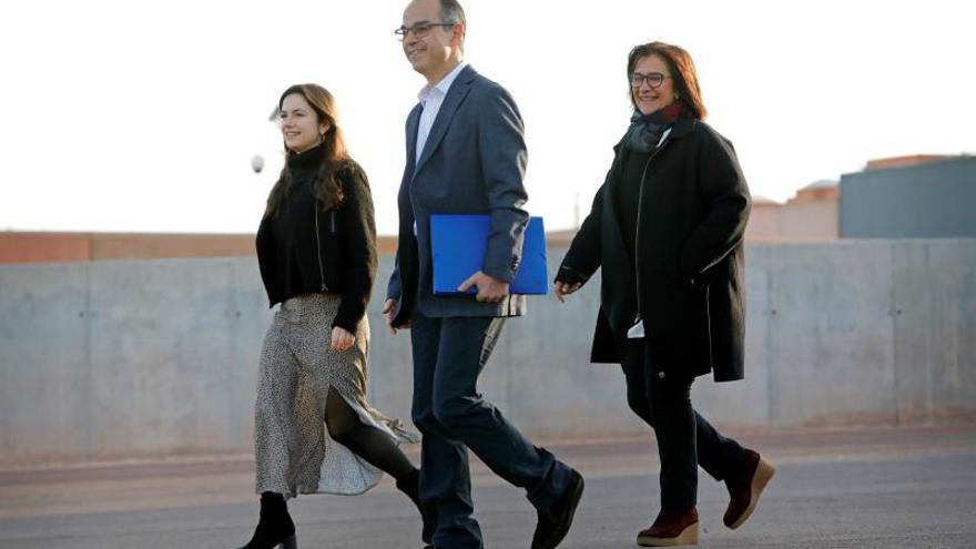 El exconseller de JxCat Jordi Turull, acompañado de su esposa y su hija, en su primer permiso penitenciario.