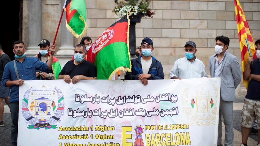 Afganos exigen en Barcelona el retorno seguro de sus familias