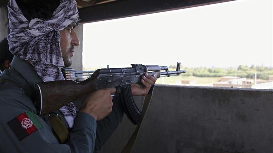 Alrededor de 35.000 desplazados por combates en la provincia central afgana