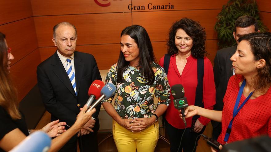 María del Carmen Hernández Bento después de la reunión con el presidente de la Cámara de Comercio de Gran Canaria (ALEJANDRO RAMOS)