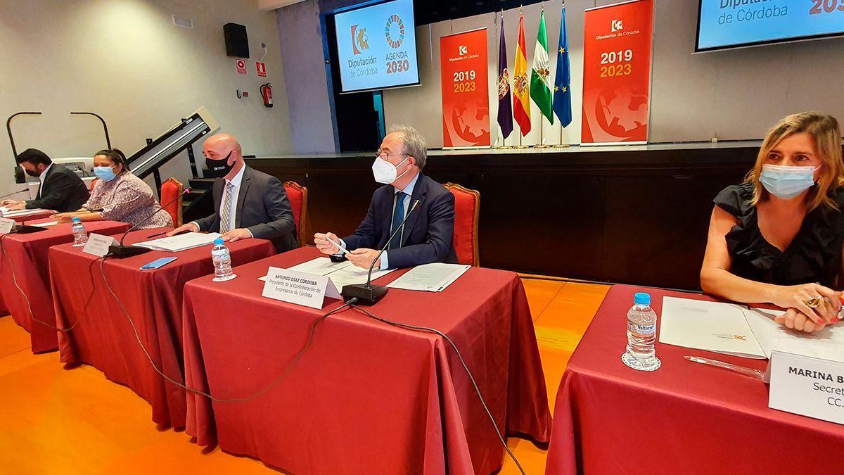 Firma del acuerdo 'Juntos x Córdoba' en la Diputación este miércoles.