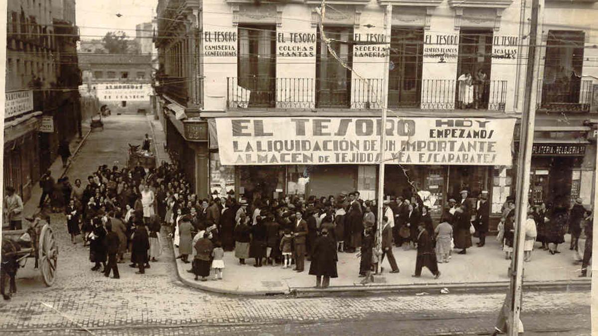 Vista de los almacenes El Tesoro, en la calle Bravo Murillo, en 1955