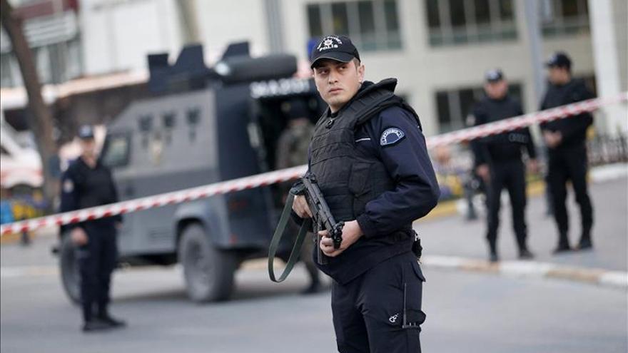 Un terrorista de Estado Islámico se inmola e hiere a cuatro agentes turcos