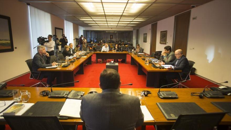 Comisión de investigación sobre Caja Navarra en el Parlamento foral.
