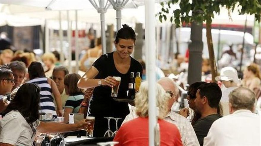 Los servicios de hostelería, los que peor se pagan en el país, según la encuesta salarial del INE