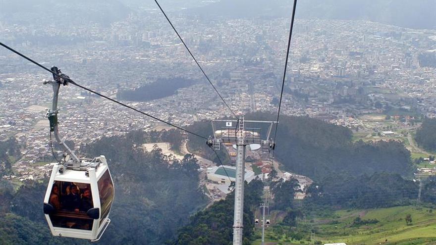 Rescatan a tres extranjeros y un ecuatoriano en el volcán Ruco Pichincha