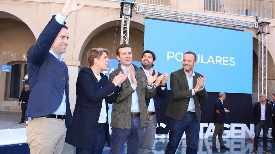 De izquierda a derecha: Teodoro García, Noelia Arroyo, Pablo Casado, Fernando López Miras y Joaquín Segado en la Convención Nacional de Familias e Igualdad (Cartagena)