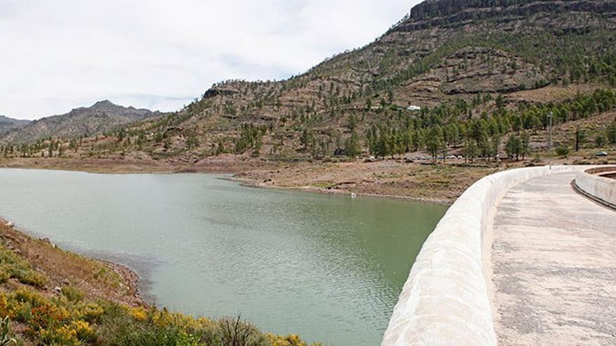 Vista de la Presa de Chira desde su muro de contención.