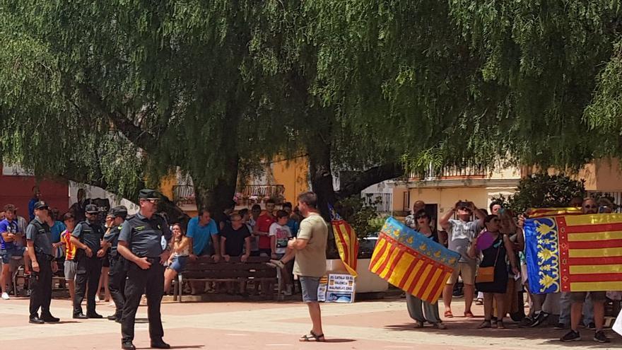 Imatge del grup ultra que es va concentrar contra l'acte d'ERPV