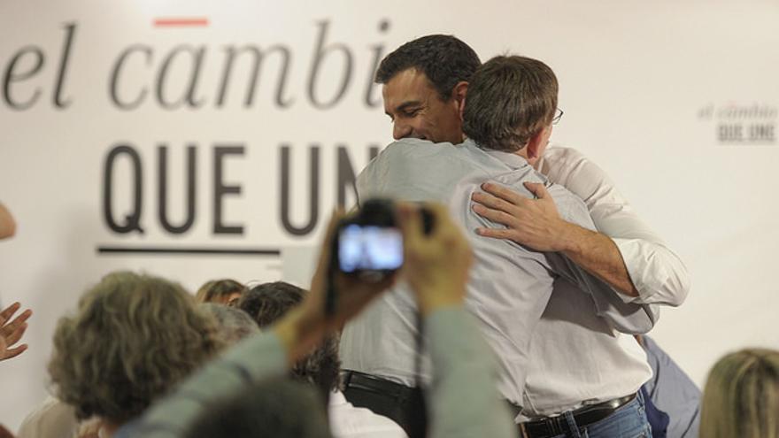 Pedro Sánchez y Ximo Puig en un acto electoral en Vall d'Uixó el 6 de noviembre de 2015.
