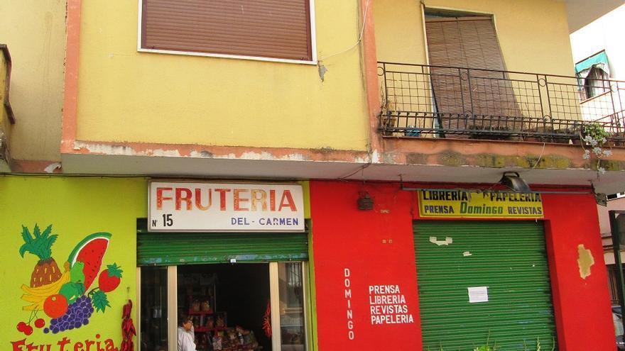 El establecimiento que regentaba Domingo, junto a la frutería de su hermano Paco.