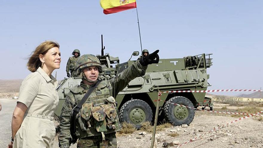 Cospedal durante la visita de las instalaciones del Regimiento de Infantería 'Soria' 9