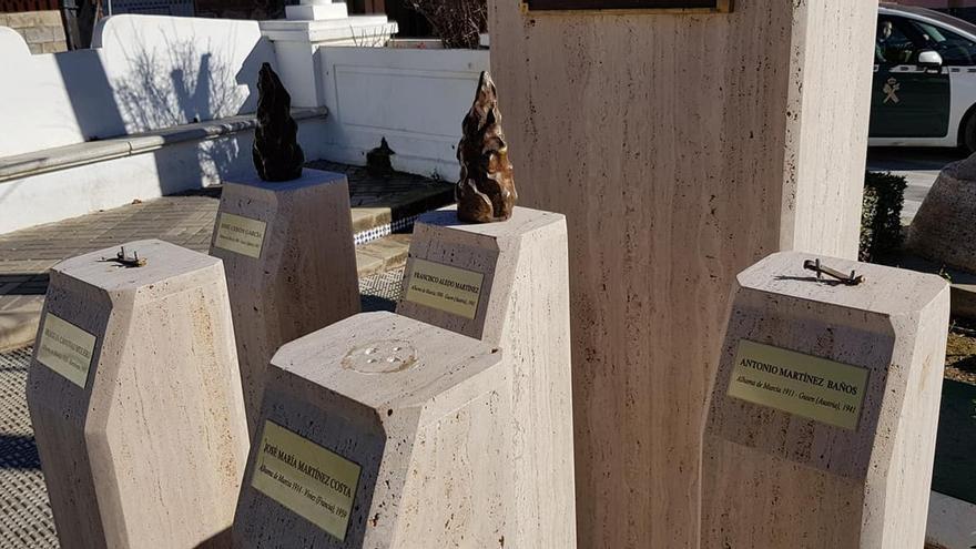 Ataque al monolito homenaje a los cinco alhameños víctimas del campo de concentración nazi de Mauthausen / Ayuntamiento de Alhama