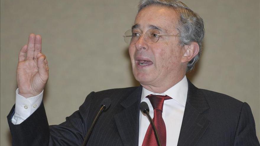 """Uribe dice que Santos """"pretende confundir"""" con las cifras de seguridad en Colombia"""