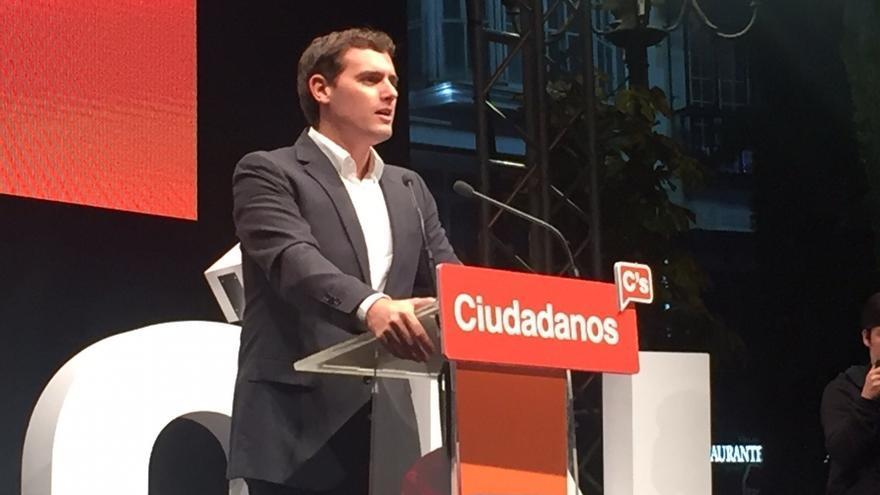 """Rivera pide el voto para Ciudadanos porque es """"garantía"""" de un cambio en España sin perder la estabilidad"""