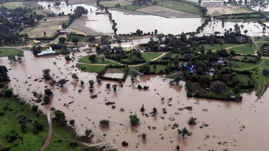 Se elevan a 126 los muertos por inundaciones en el oeste de la India