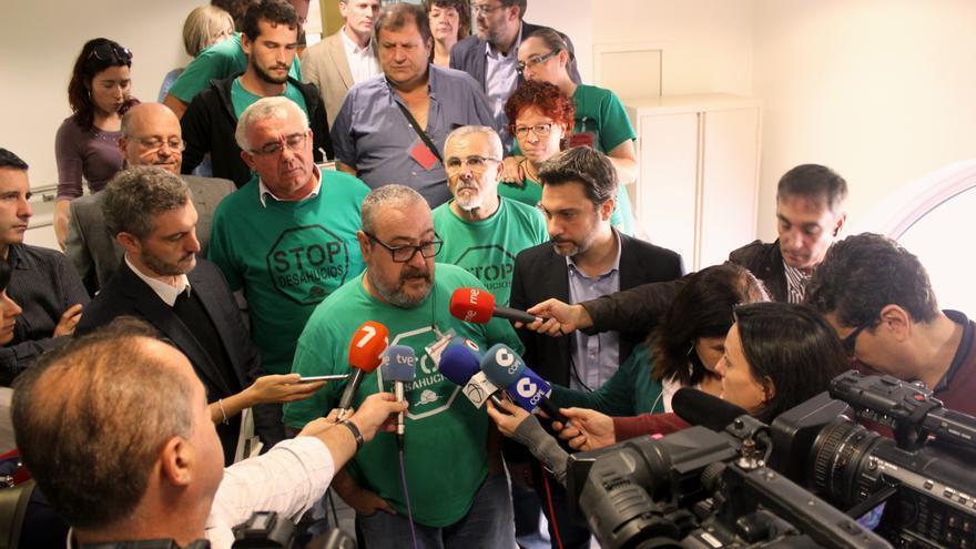 El portavoz de la Coordinadora de PAH's atiende a los medios en la Asamblea Regional de Murcia / PSS