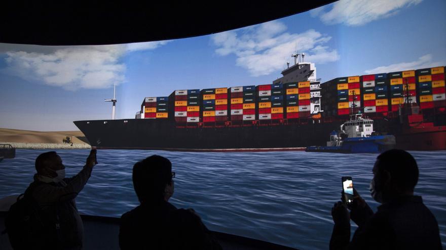 """Declaran apto para la navegación al """"Ever Given"""", pero seguirá en el canal de Suez"""