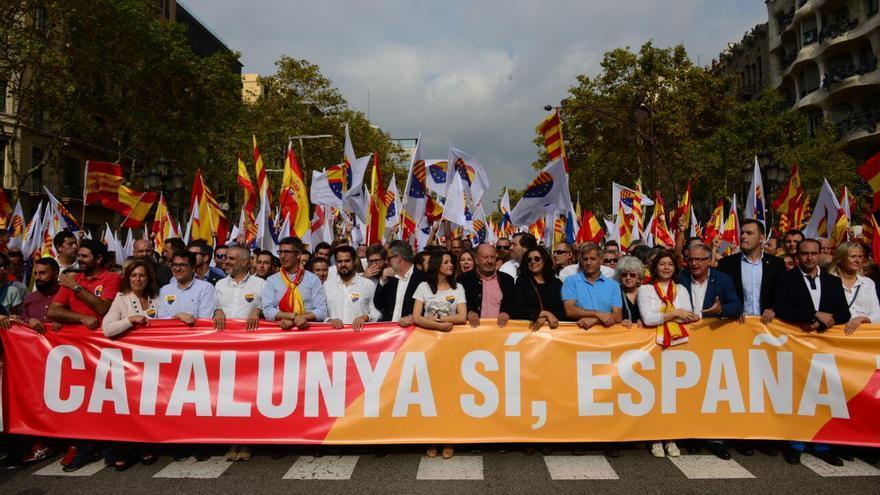Políticos de C's y PP detrás de la pancarta de SCC