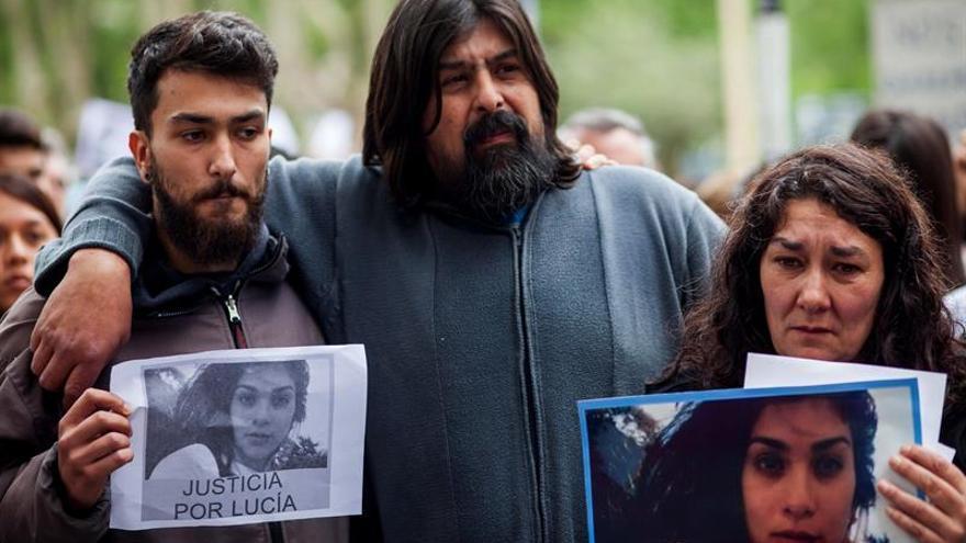 Vuelven a marchar contra los feminicidios tras el brutal asesinato a una joven argentina