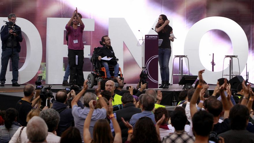 Teresa Rodríguez y Pablo Echenique, en la Asamblea de Podemos en Vistalegre. / Marta Jara