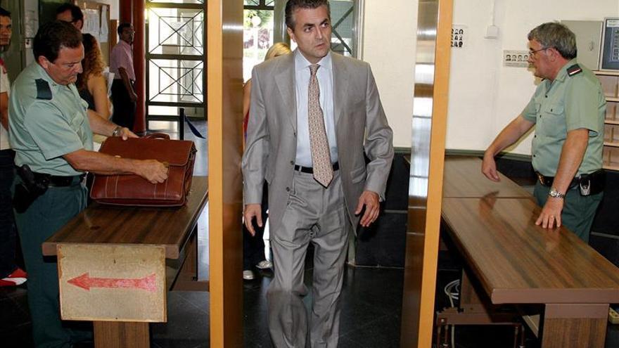 El desfalco en Mercalicante, a juicio 13 años después y con acusados fugados