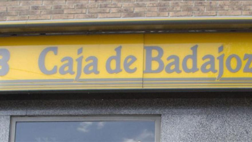"""El PP quiere aclarar """"si ha habido expolio"""" en Caja Badajoz en su fusión"""