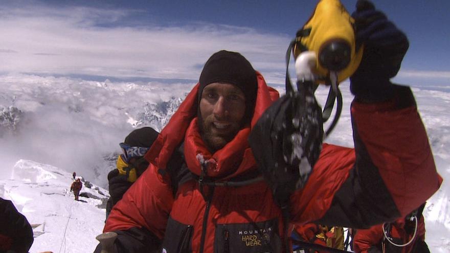 El 25 de mayo de 2001, Erik Weihenmayer coronó la cima del Everest