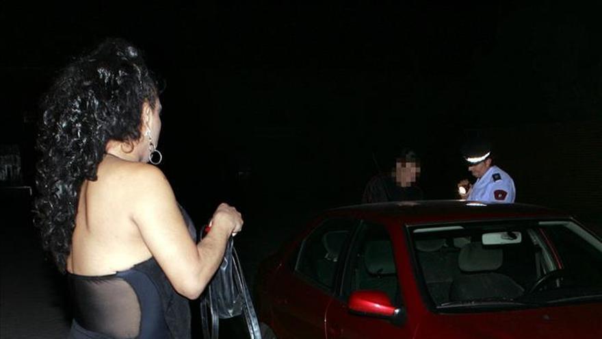 ONG rechazan que la prostitución sea un trabajo y piden sancionar a los clientes