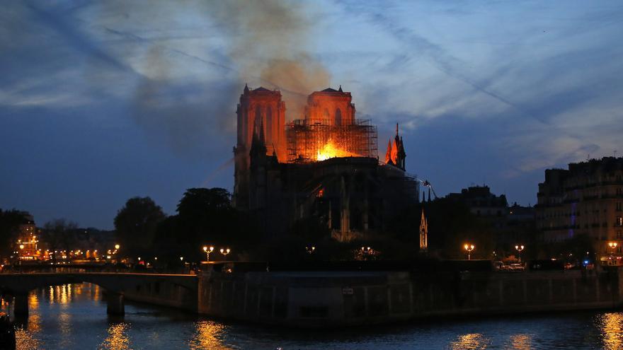 La catedral de Notre Dame quemándose en París, el lunes 15 de abril de 2019