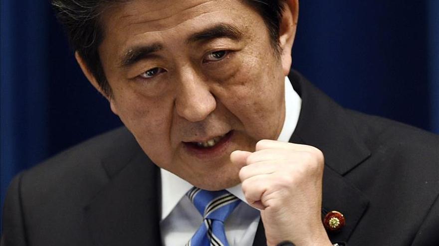 Abe mantendría su sólida mayoría en las elecciones anticipadas, según un sondeo