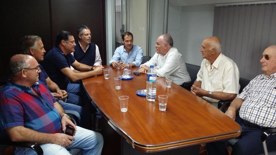 Reunión mantenida con representantes de la Comunidad de Regantes Canal Alto, Cruz-Bermeja.