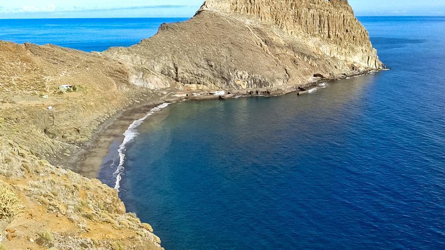 La playa de Antequera desde el sendero que viene de Igueste de San Andrés.