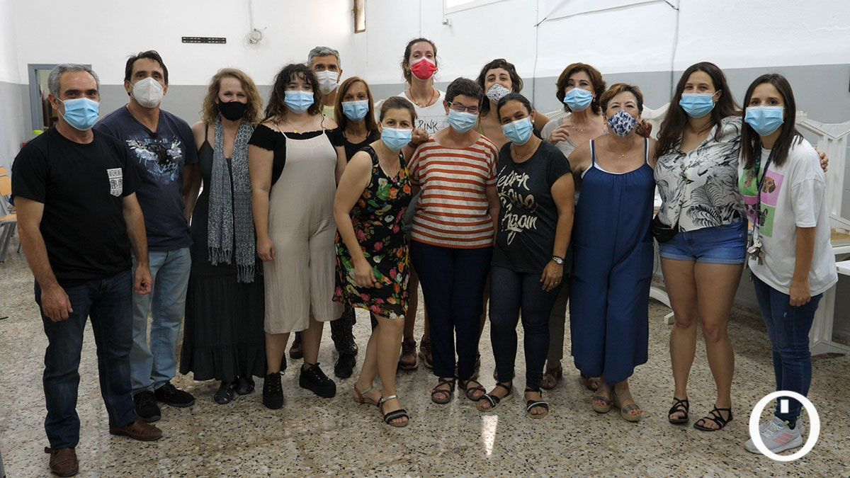 Integrantes del Coro Gospel 'Libertad' junto a su directora Beatriz Rico